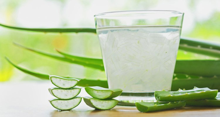 How to Make a Pack with Aloe Vera for Hair