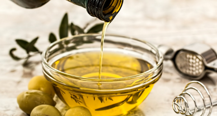 Olive Oil Acne - Can You Use Olive Oil As Acne Skin Moisturizer